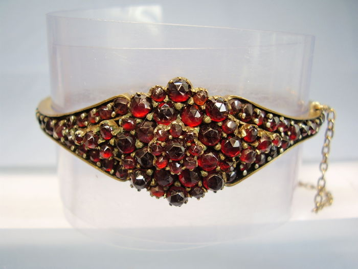 Antique Victorian bangle with blood-red, Bohemian garnets in rose cut totalling 40 ct.