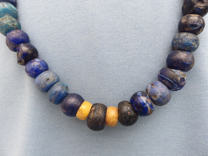 Amsterdam blue glass trade beads necklace of 46 cm - Central Africa - 18th/19th century