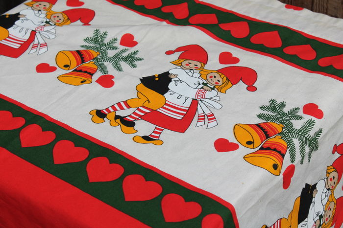 vintage christmas tablecloth with beautiful graphic and colours 130 cm x 60 cm