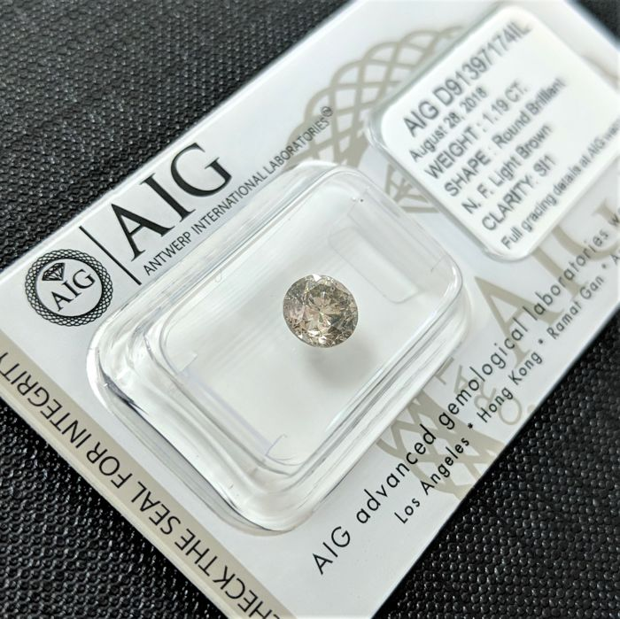 1.19 ct - Natural Fancy Diamond - Light Brown Color - SI1 - NO RESERVE!