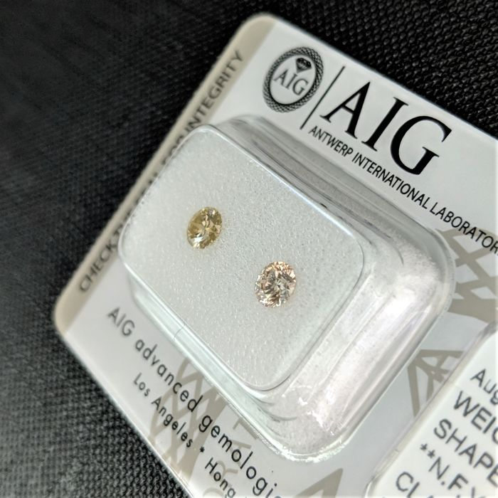 0.49 tcw - Pair Of Natural Fancy Diamonds - Yellow / Orange Color - SI1 - NO RESERVE!