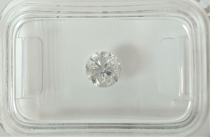 0.69 ct - Natural White Diamond - F Color - I1 - NO RESERVE!