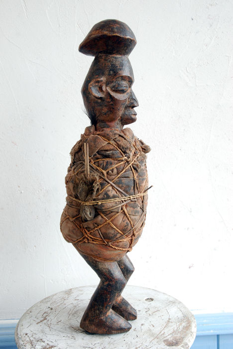 Superb Yaka DRC Biteki old statue with a magical charge