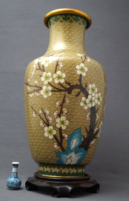 Large baluster cloisonné vase with a décor of a prunus tree on a rock, with a bird - China for sale