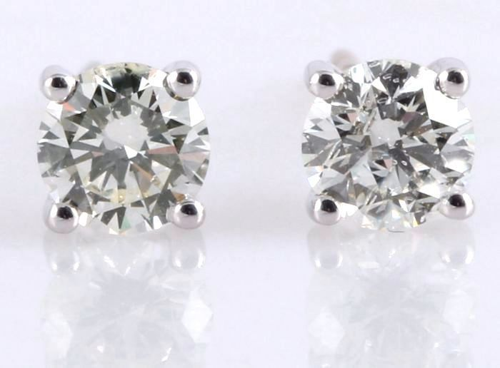 Solitaire ear studs set with 2 brilliant cut diamonds, 0.40 in total, diameter: 3.58 mm *No reserve price*