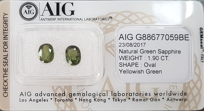 Pair, green, 1.90 ct in total  NO RESERVE
