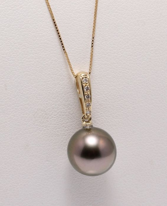 10.6mm Round Peacock Tahitian Pearl Crafted in 14K YG with 0.04Ct Diamonds - No reserve price