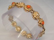 Antique signed bracelet with polished, salmon red Sardinia corals totalling approx. 11 ct
