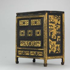 Lovely wooden mini cabinet -  China - 19th century