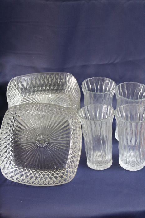 4 Identical Glass Bowls And 4 Identical Glass Vases All Ribs Glass