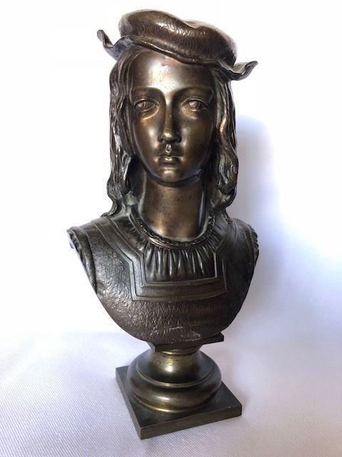 Bust of a young nobleman, signed - patinated bronze - France - first quarter of the 20th century