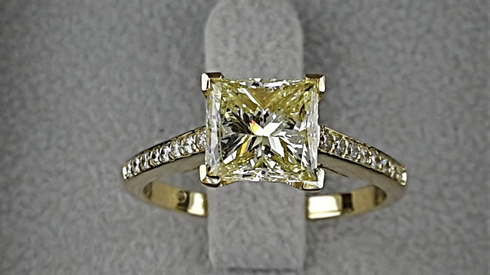Ring - Gold - Commonly treated - 1.71 ct - Diamond
