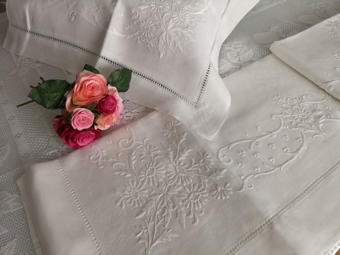 Luxurious pure linen bed sheet handmade in satin stitch - linen