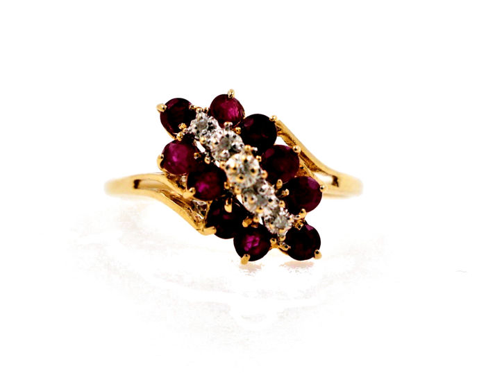 14 kt yellow gold ladies' ring of 0.05 ct of diamonds and 1.5 ct of rubies - ring size: 57 (EU) - free size adjustment