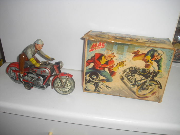 ARNOLD mac 700 motorcycle with original box from 1950s rare red colour