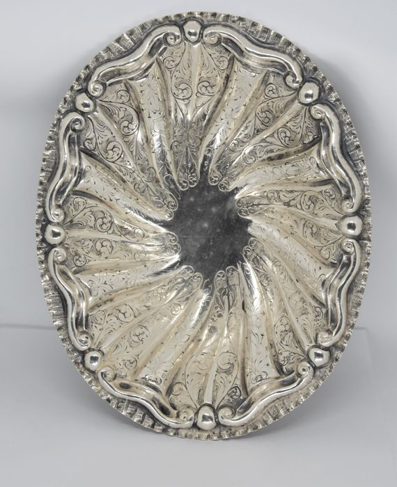 800/1000 silver bowl with feet, embossed and chiselled with twirls Italy, 20th century