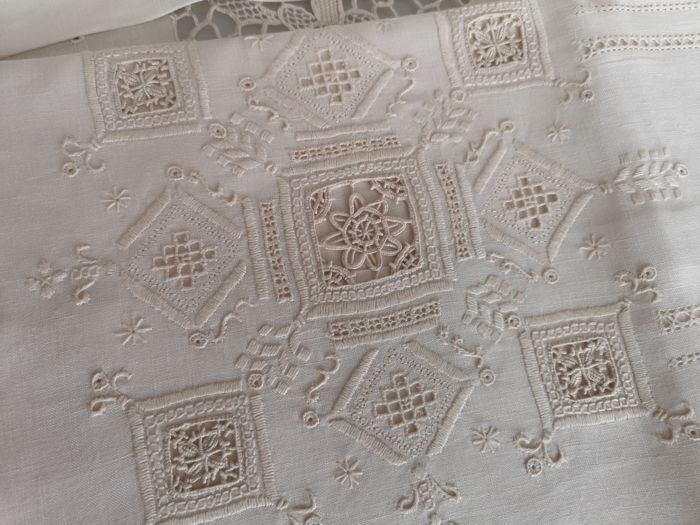 Museum quality double bed sheets made of 100% pure linen with needle stitch embroidery - entirely handmade