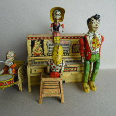 Unique Art Manifacturing - Li'l Abner and his Dogpatch Band Tin Toy wind-up 1945