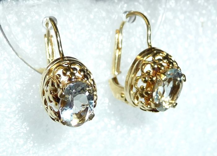 Earrings 14 kt / 585 gold with 2 natural aquamarines of 2 ct  Pendant earrings; no reserve price