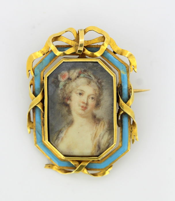Antique Victorian 15k gold brooch, with oil hand painted portrait on mother of pearl, Circa 1880