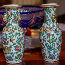 A pair of Canton porcelain vases - China - 19th century