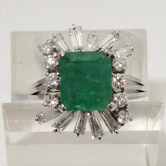 Ring - White gold - 2.02 ct - Emerald and Diamonds