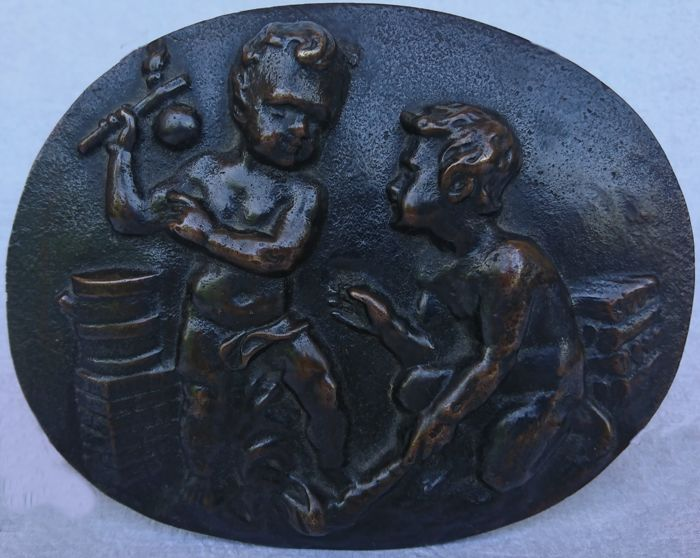 Cherubs in the taste of Clodion - carved bas-relief in bronze - France - second part of the 19th century