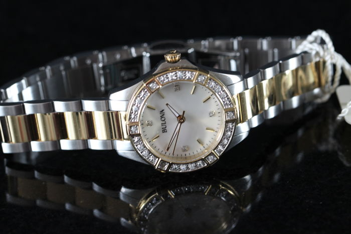 Bulova - 98R236 - Mother of Pearl  Diamond met 22 diamantjes - Senhora - 2011-presente