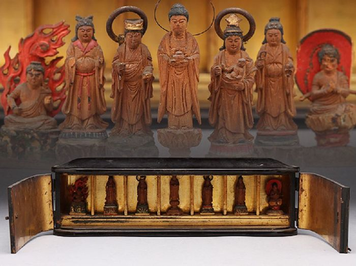 Magnificent, very rare Edo period Buddhist butsudan or home altar with seven Buddha's  - Japan -  ca. 1800