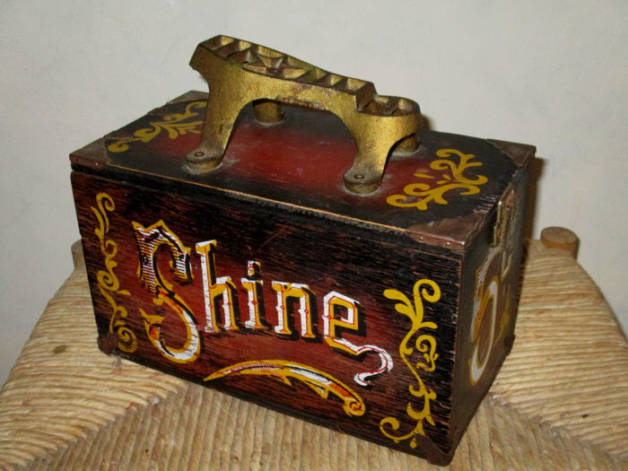 """A vintage American """"Circus 5 Cents"""" shoe-shine box/chest - Vintage shoe-shine box made of wood and metal """"Circus 5 Cents"""" 1960s - 70s"""