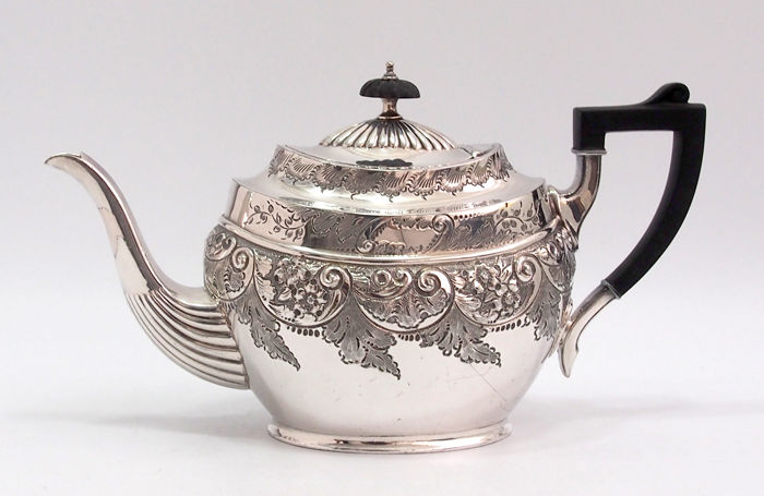 Fine Quality Chased Teapot Made By Boardman & Glossop Early Sheffield Plate, England