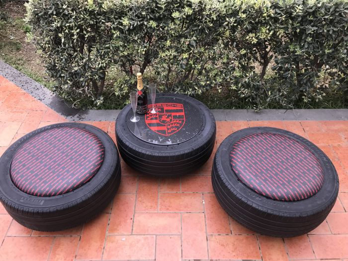 Decoratief object - Porsche Table in carbon and two tires chair - 2000 (3 items)