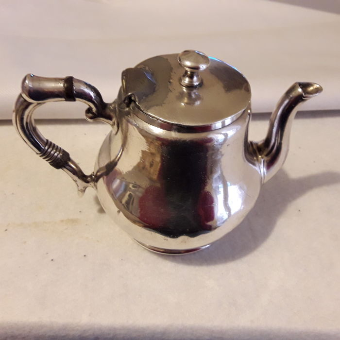 Teapot (1) - silver - Italy - 1650-1674 - by artist Emilio STAEHELIN