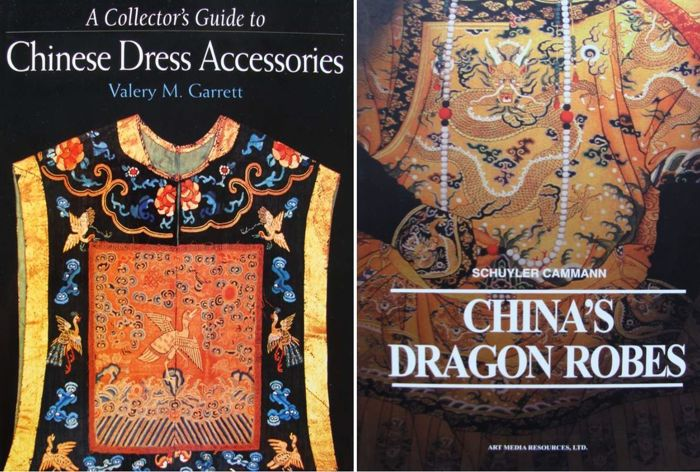2 Boeken: '' Collectors Guide to Chinese Dress Accessories '' + '' China's Dragon Robes '' - Papier - China - gemengde periode