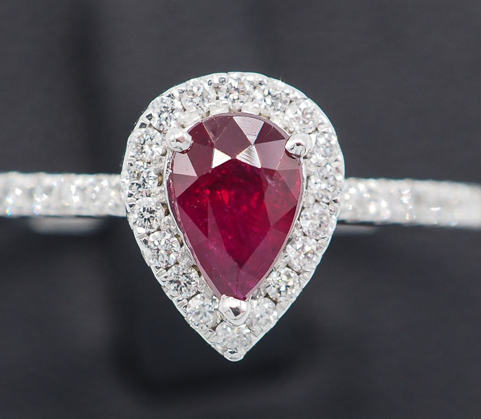 bague or blanc diamant rouge