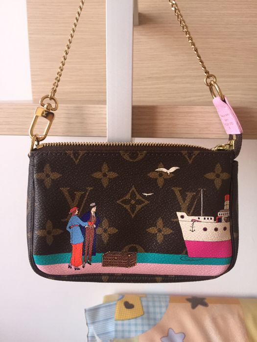 Louis Vuitton - Mini pochette accessoires Christmas Edition Clutch bag -  Catawiki a14b6b81fc6cd