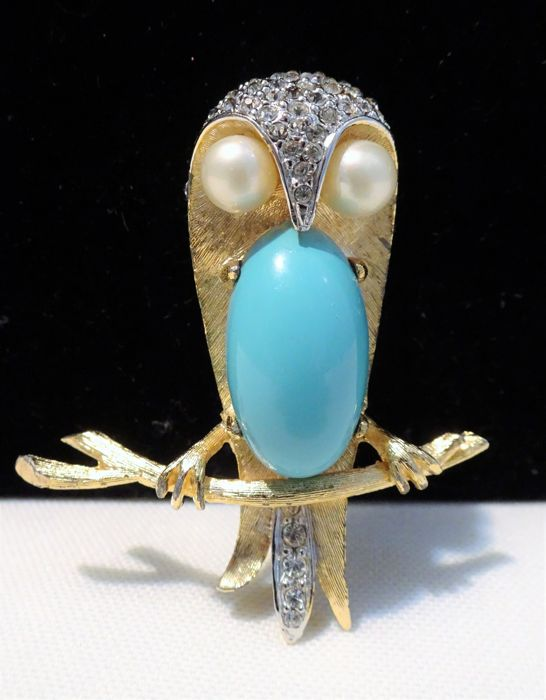 Marcel Boucher - 1962 - Faux Turquoise, Faux pearl e Clear Strass, Placcato oro - Spilla OWL Jelly Belly