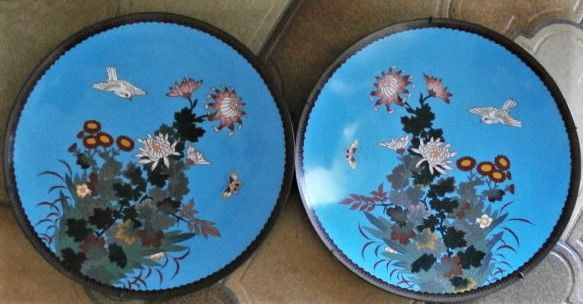 Oplader - Cloisonne enamel - a fine pair of large dishes - Japan - Meiji periode (1868-1912)