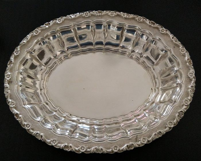 Elegant finely executed centerpiece basket - .800 silver - I.M.A. di Guerci & c,Vercelli - Italy - 1950-1999