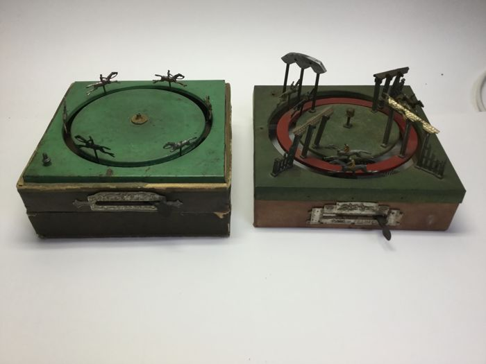 ' Jeu de Course ' or horse racing game, toys - Ee metal 2 track, 1 x 1 track (box of wood for sale