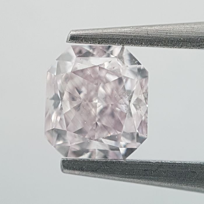 Diamant - 0.30 ct - Radiant - Natural - very light pink - GIA Colored Certified, SI2