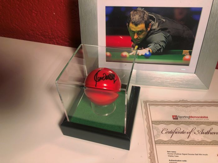 Snooker  - Ronnie O'Sullivan - Red snookerbal in display