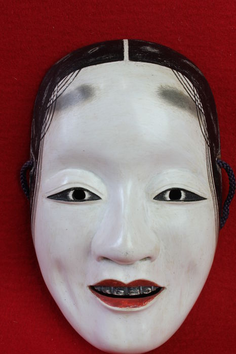 Noh mask, 増女 zouonna - Lacquered wood - Japan - mid 20th century