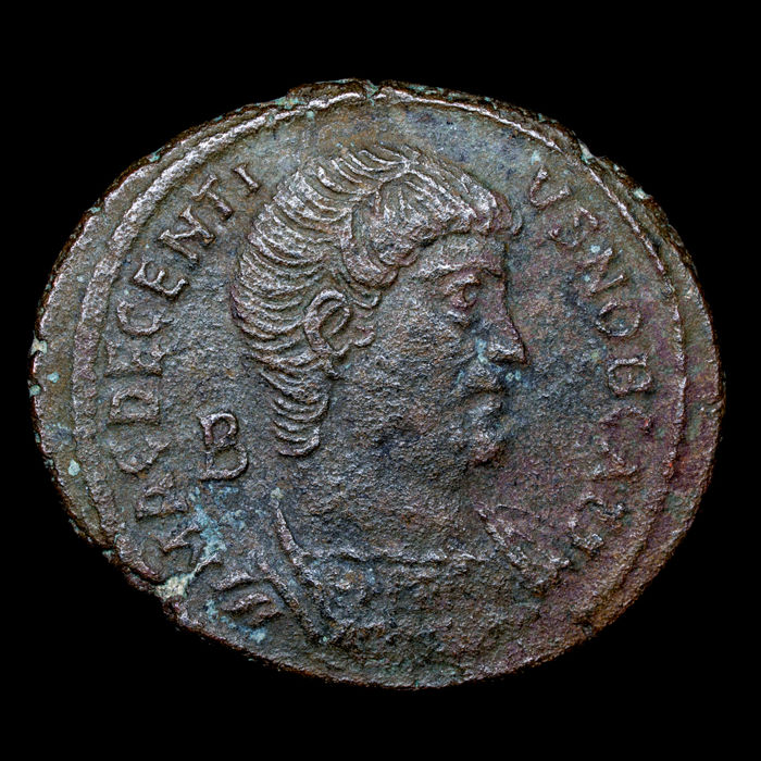 Roman Empire - AE Maiorina, Decentius (350-353 A.D.). Rome mint, 351-2. Victories and shield. RB - bronze