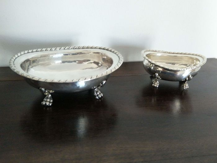 2 ancient cups hammered on 4 feline feet - .800 silver - stile San Marco - Italy - 1900-1949