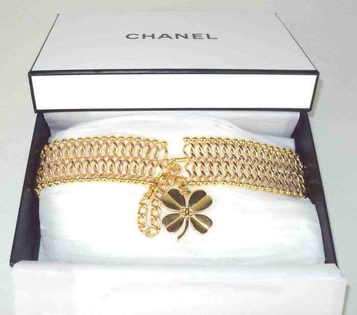 Chanel - Chain Link Belt with Four Leaf Clover CC Charm Gold Tone hardware