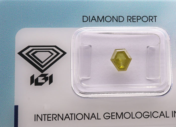 1 pcs Diamanten - 0.95 ct - Hexagonaal gemodificeerde stapsgewijze bewerking - fancy intens greenish yellow - P2