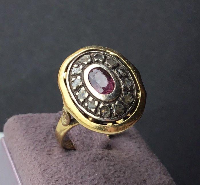 18 kt. Gold - Vintage ring - 1.25 ct Ruby - Rosette of Diamonds