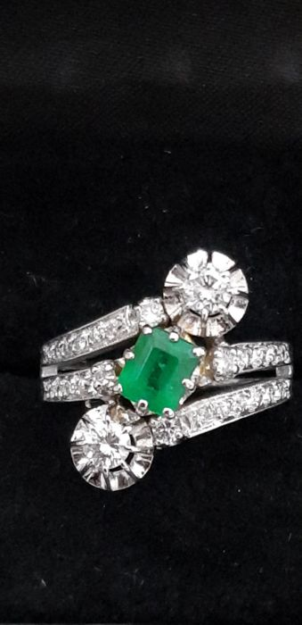 18 kt. White gold - Ring - 0.60 ct Emerald - Diamond