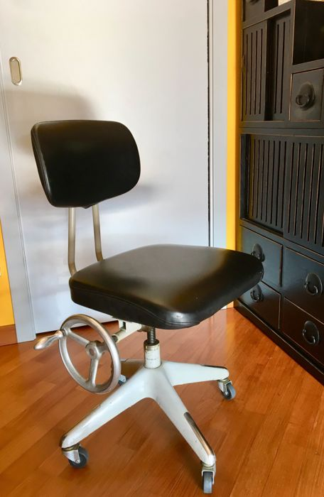 M + R Neeser - Office chair (1)